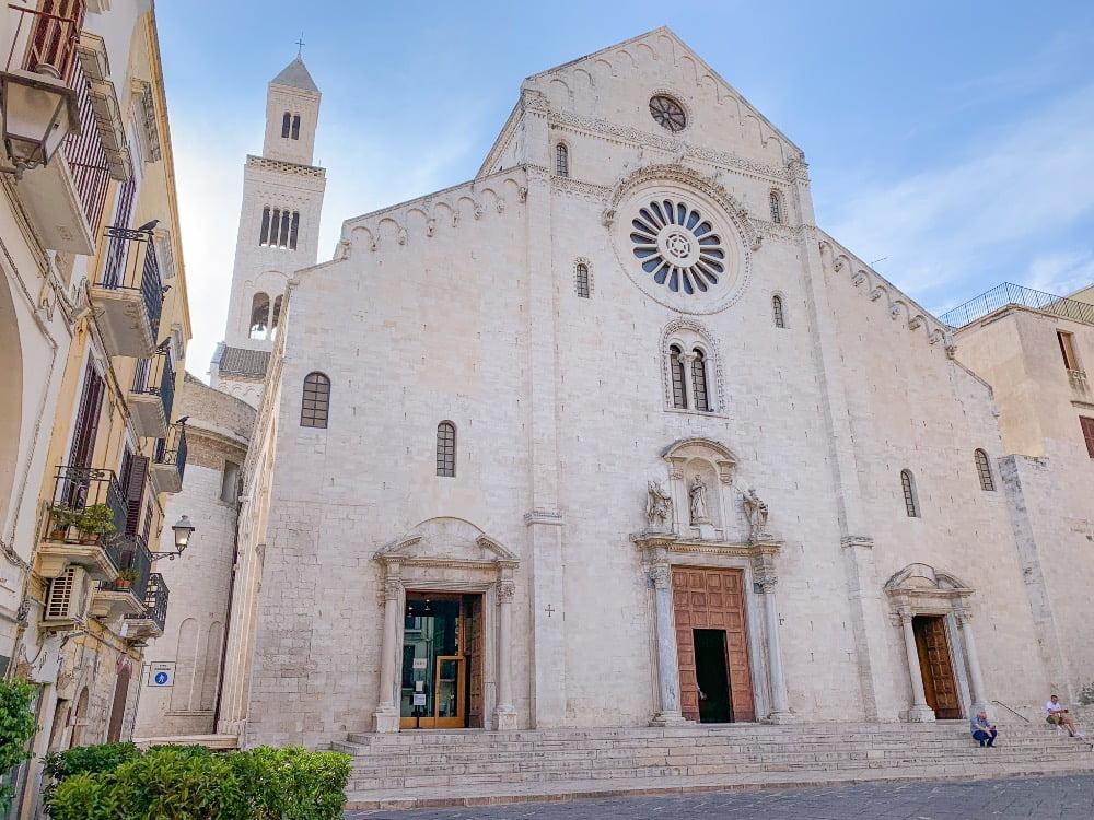 basilica di San Nicola Bari itinerario in Puglia