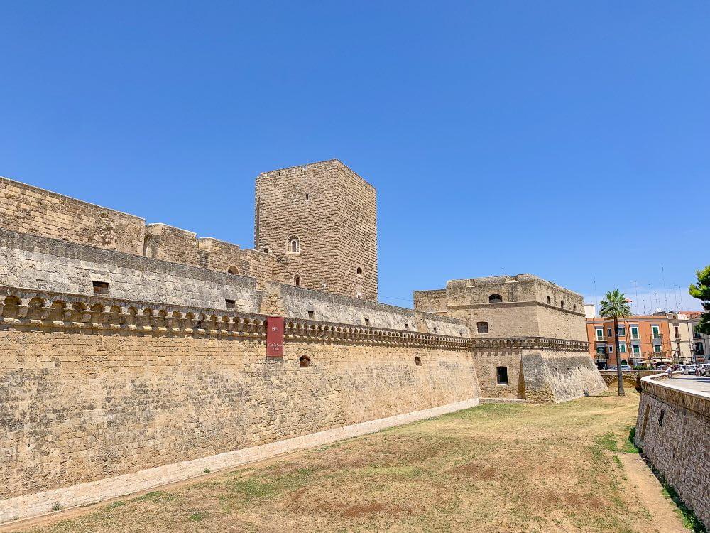 Cosa visitare a Bari, castello normanno Svevo visto dall'esterno